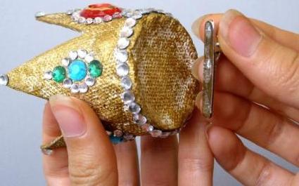 Как делается простая и красивая корона для девочки своими руками